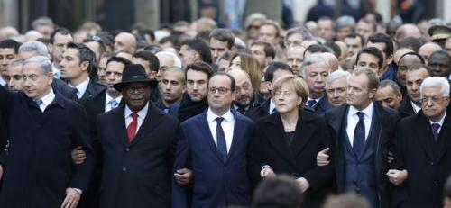 La testa del corteo contro il terrorismo a Parigi (Ansa)