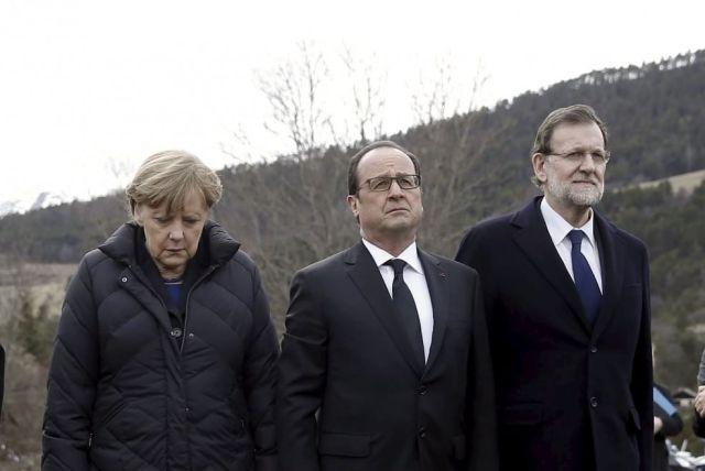 Angela Merkel, Francois Hollande e Mariano Rajoy  sul luogo dello schianto dell'aereo Germanwings