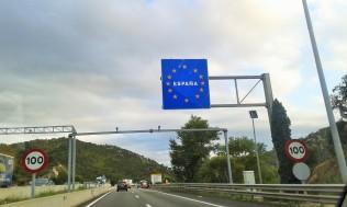 L'ingresso in Spagna dalla Francia in autostrada a Le Perthus. Solo un cartello in alto
